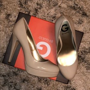 Nude never worn Guess pumps🔥